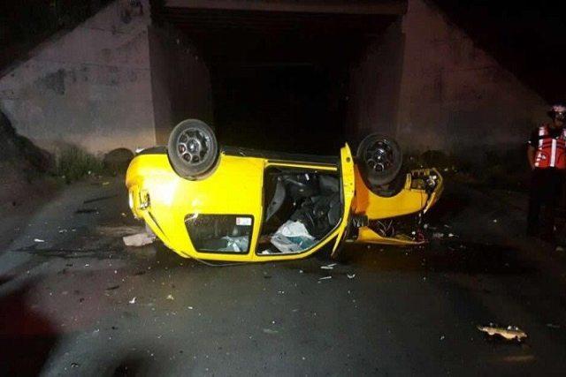 Cae auto desde puente en la México-Puebla