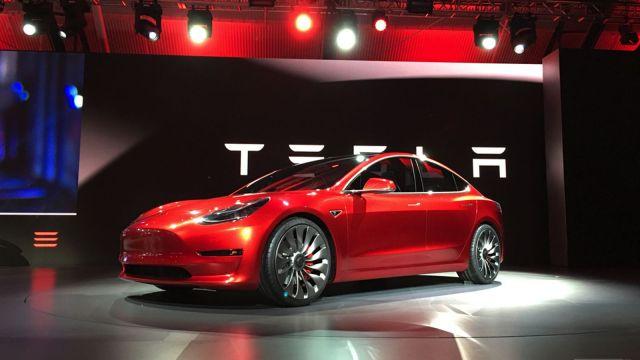Empresa Tesla vence a Ford