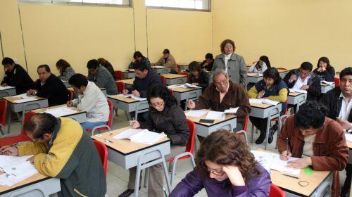 Evalúan 380 docentes en CDMX, a pesar de protestas de la CNTE