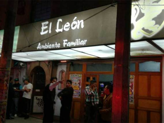 Hieren a dos personas en asalto a restaurante; festejaban 10 de mayo