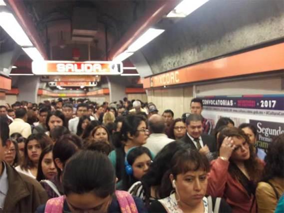 Caos en la Línea 7 del Metro, otra vez no hay trenes