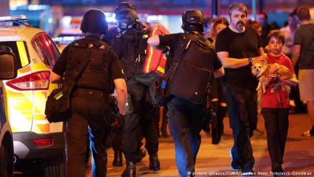 Mueren 19 personas por explosión durante concierto en Manchester
