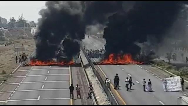 VIDEO: Queman llantas para bloquear la Puebla-Orizaba