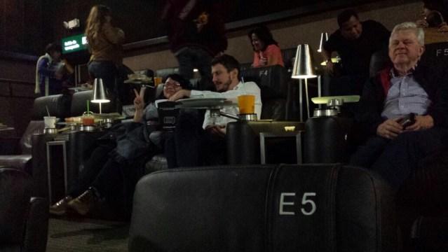 Asaltan a asistentes de sala de cine en Interlomas