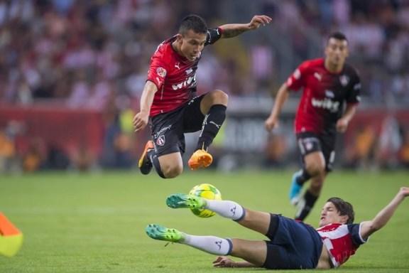 Chivas y Atlas se disputan un lugar en la semifinal