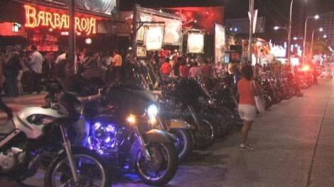 Dos muertos y 21 heridos el saldo en Acapulco por fiesta de motociclistas