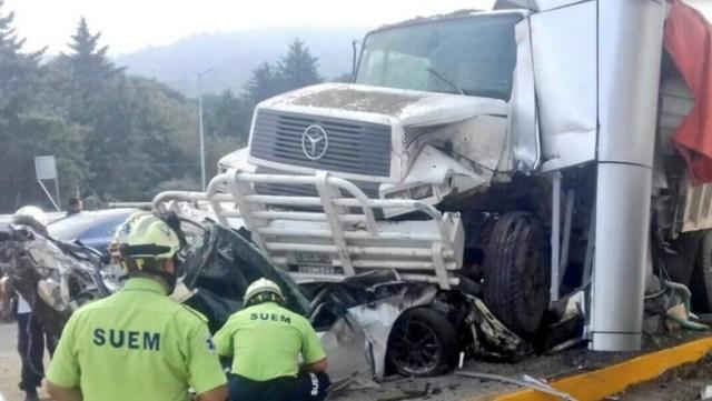 Camión se estrella en caseta La Marquesa y mata a cuatro personas