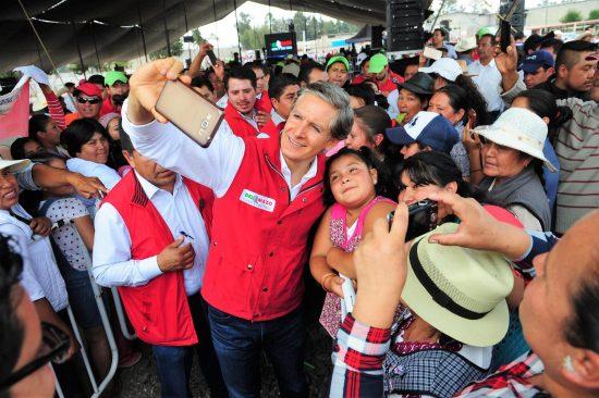 Alfredo Del Mazo impulsará más hospitales y clínicas de salud en la región de Valle de Bravo