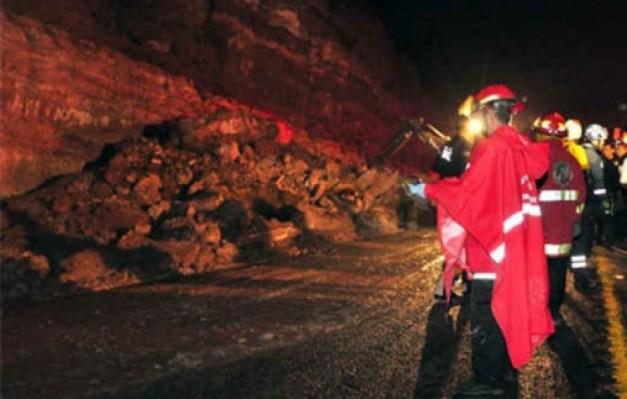 Militares desaparecen por avalancha de lodo en Guerrero