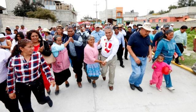 Inaugura alcalde pavimentación de ocho calles en San Cristóbal Huichochitlán, #Toluca