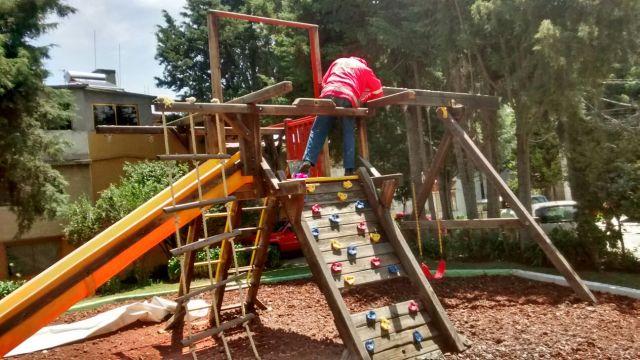 Rehabilitan juegos infantiles en espacios públicos de Toluca