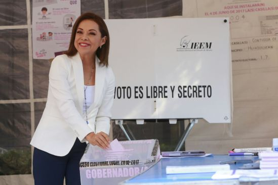 Josefina Vázquez Mota emite voto en Edomex