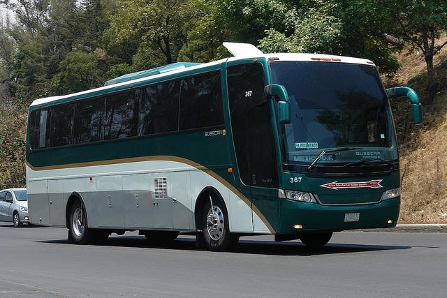 Suspenden corridas Flecha Roja por secuestro de autobuses en Edomex
