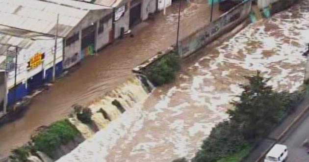 Se desborda río en Naucalpan por lluvias (video)
