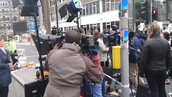'Cachan' a reportera  de CNN montando noticia