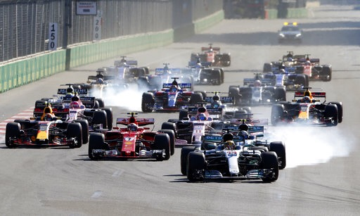 Checo Pérez abandonó GP de Azerbaiyán, lo ganó Ricciardo