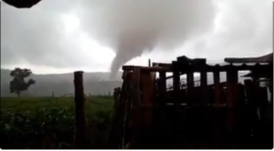 Se forma tornado y graniza en Veracruz (Video)
