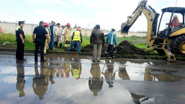 Atienden cuerpos de emergencia de metepec fuga de gas natural