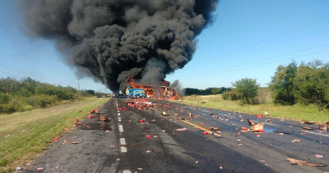 Tres muertos por choque entre camión de pasajeros y pipa en Ciudad Victoria