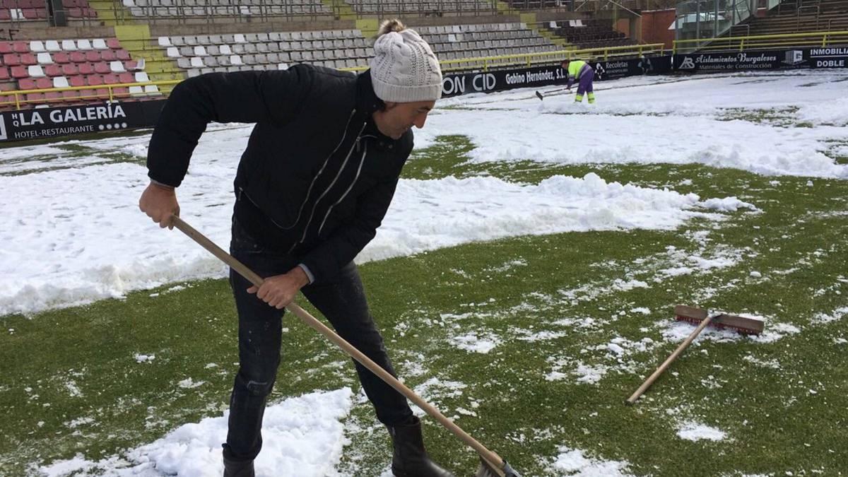 Burgos CF pide ayuda a sus aficionados para quitar la nieve