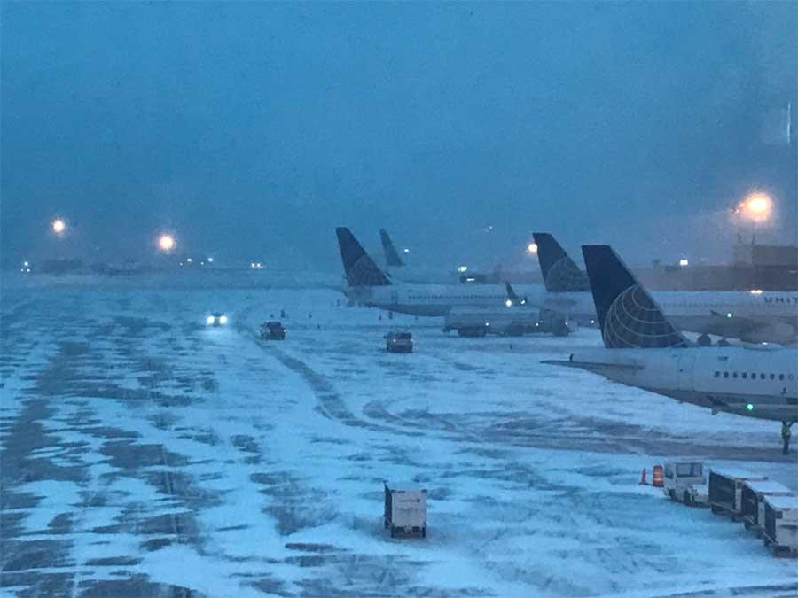 Cierran aeropuertos de NY por tormenta de nieve