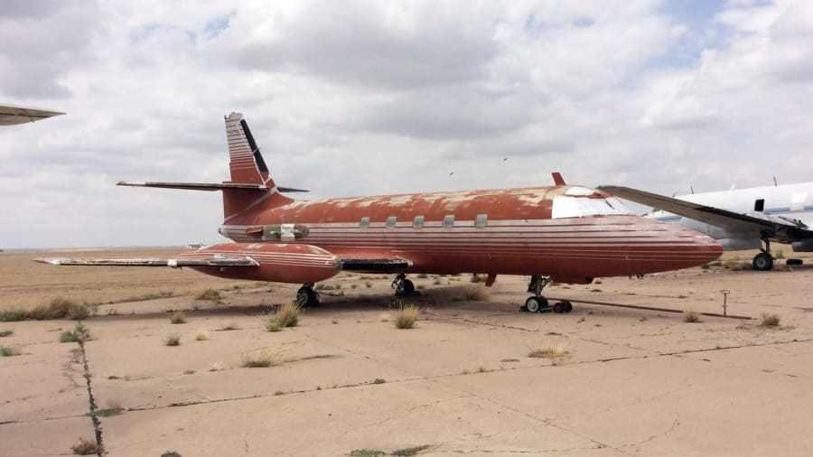 A la venta el avión privado y abandonado de Elvis Presley