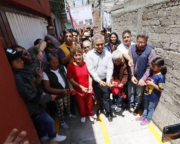Celebran familias de Santa Ana Tlapaltitlán pavimentación con concreto hidráulico de la Privada Juan Aldama