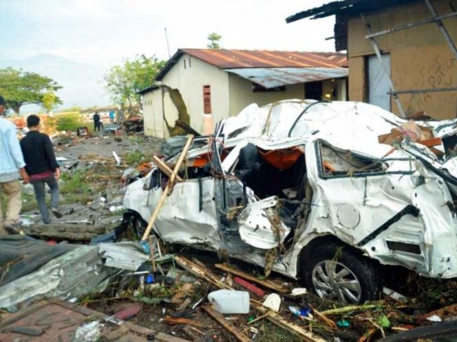 Ya suman más de 385 muertos tras tsunami en Indonesia