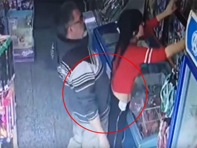 Hombre se propasa con vendedora y termina con la nariz rota