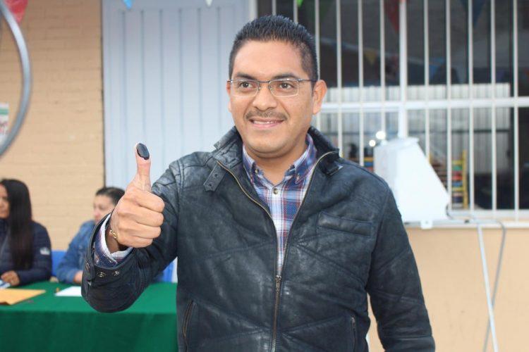José Manuel Uribe Navarrete acude a emitir su voto en elección del SMSEM