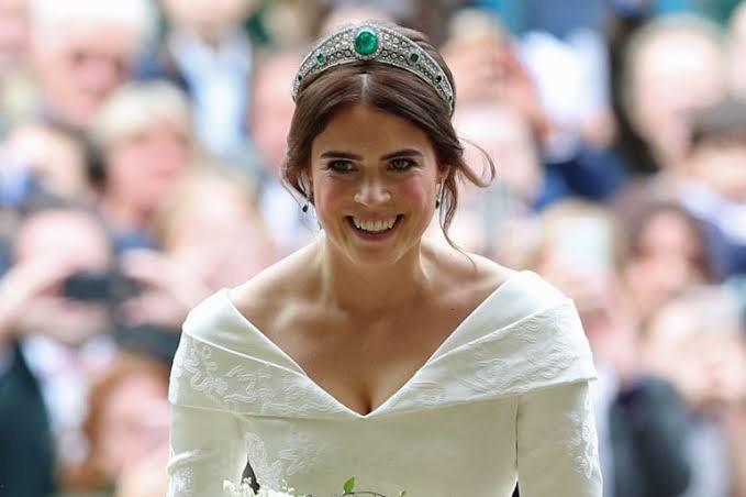 Princesa muestra cicatriz con su vestido de novia para dar un mensaje