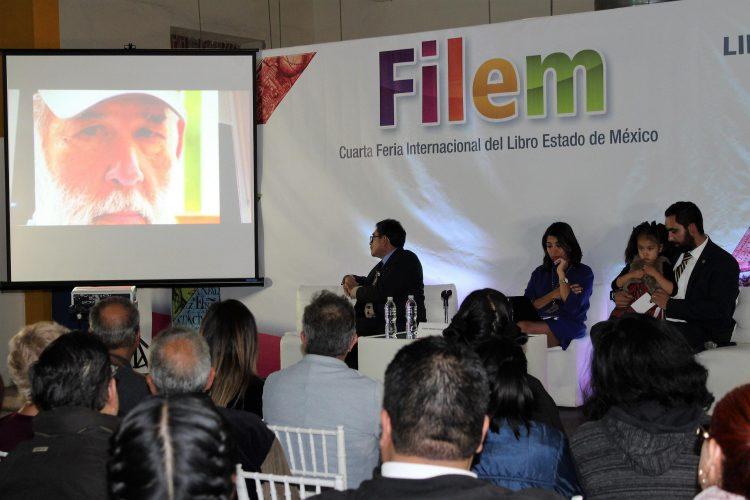 Reconocen trayectoria literaria de Roberto Fernández Iglesias