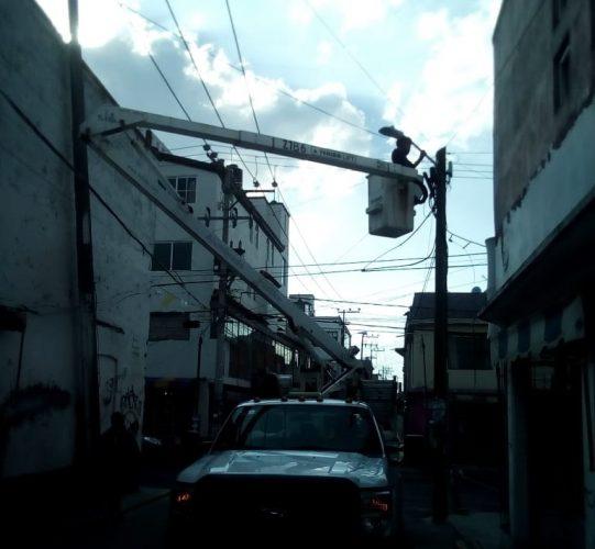 Permanente trabajos de mantenimiento de alumbrado público en Toluca
