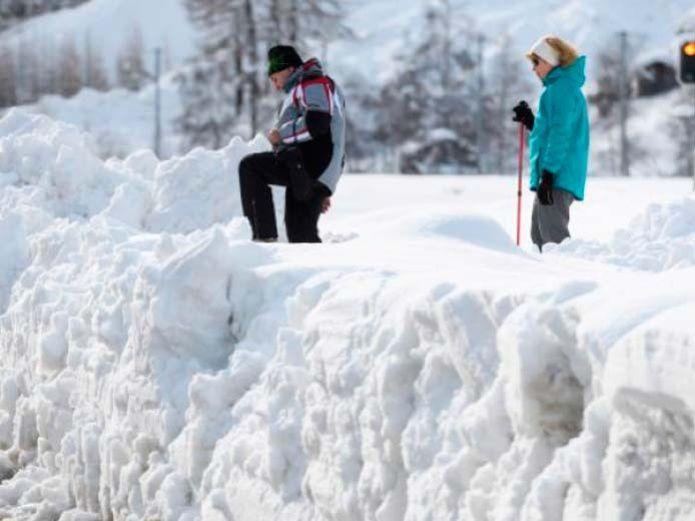 Impresionante paso de nieve en Rusia es captada en video (VIDEO)