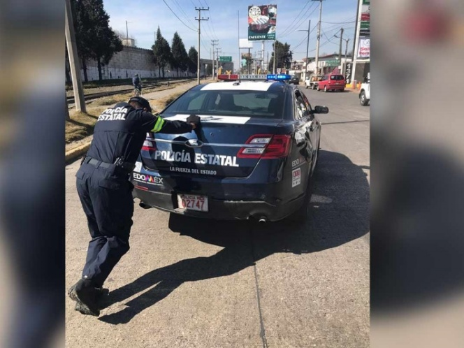 Se queda sin gasolina patrulla en Toluca (VIDEO)