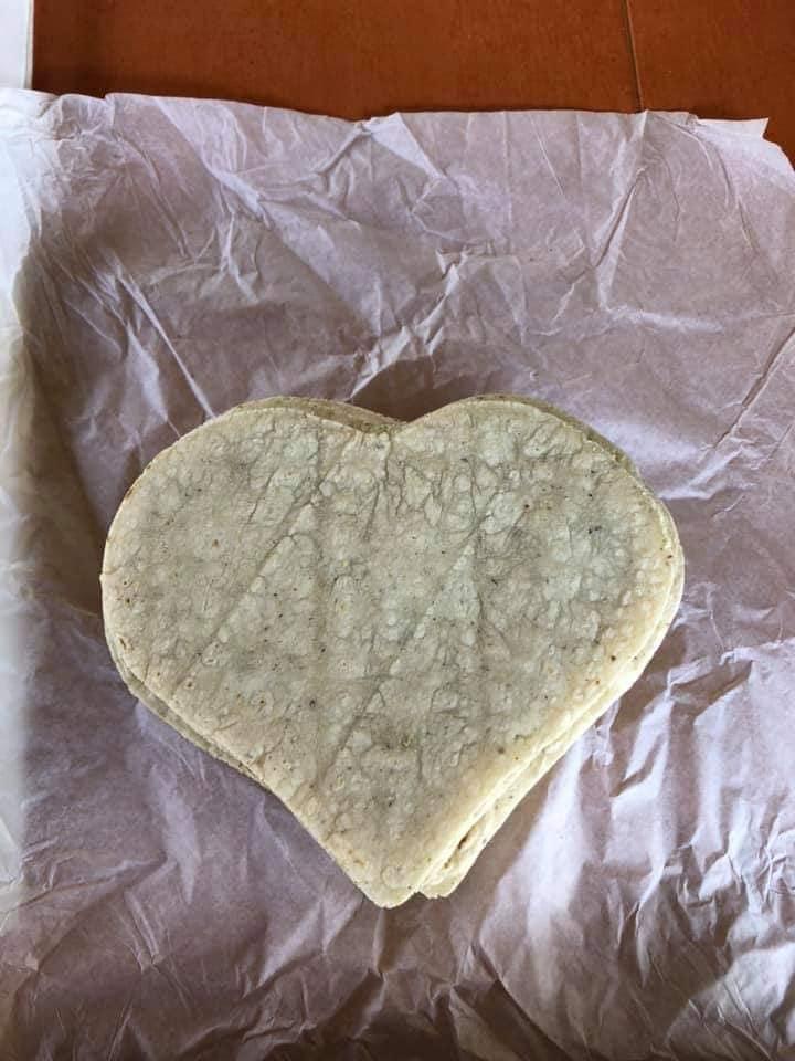 Tortilla con forma de corazón para festejar el 14 de Febrero