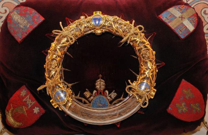 Sobrevive la Corona de Espinas de Jesús y Túnica de San Luis al incendio de Notre Dame