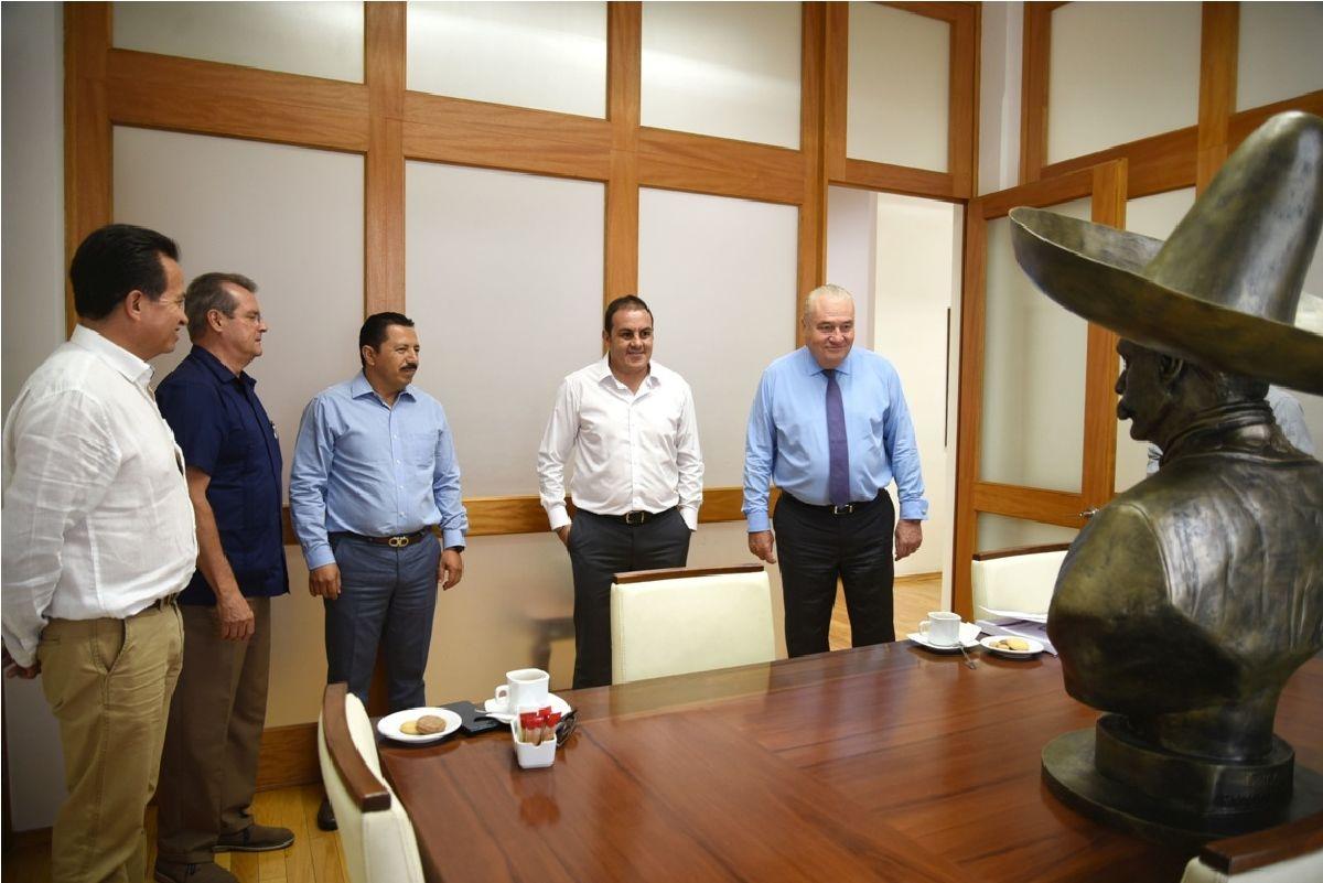 Cuauhtémoc Blanco recibe en donación busto de Emiliano Zapata
