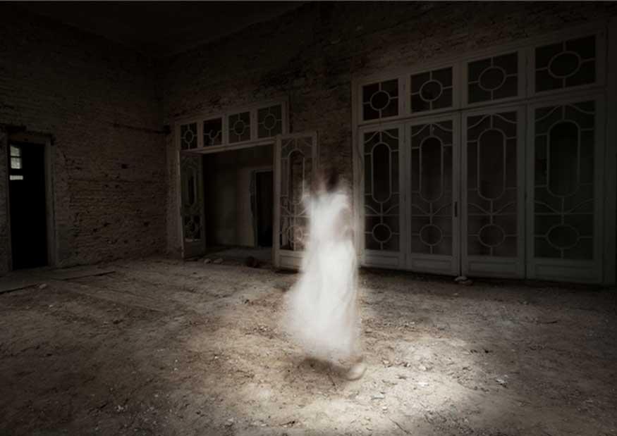 Se saca hombre un ojo porque creía ver fantasmas