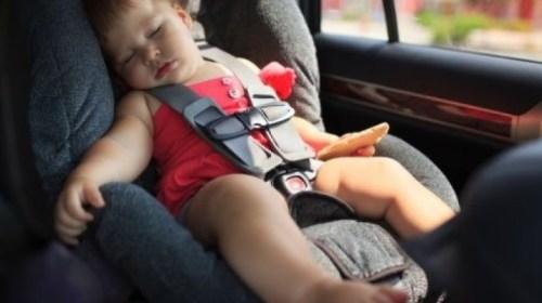 Niños son abandonados en auto y uno de ellos llama al 911. Noticias en tiempo real