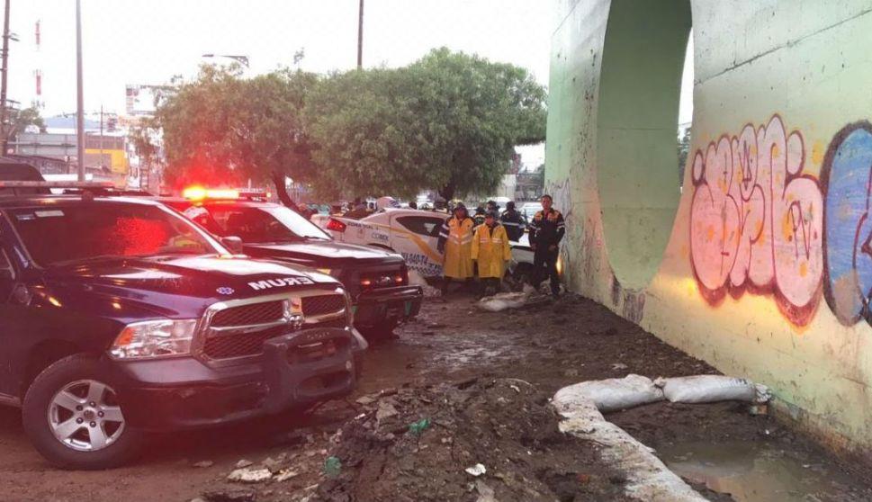 Dos policías de tránsito fallecieron tras chocar contra un muro
