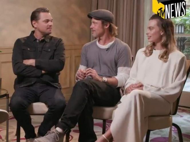 Margot Robbie y Brad Pitt se burlan de DiCaprio en plena entrevista