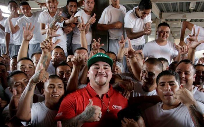 Andy Ruiz visita el penal del Topo Chico