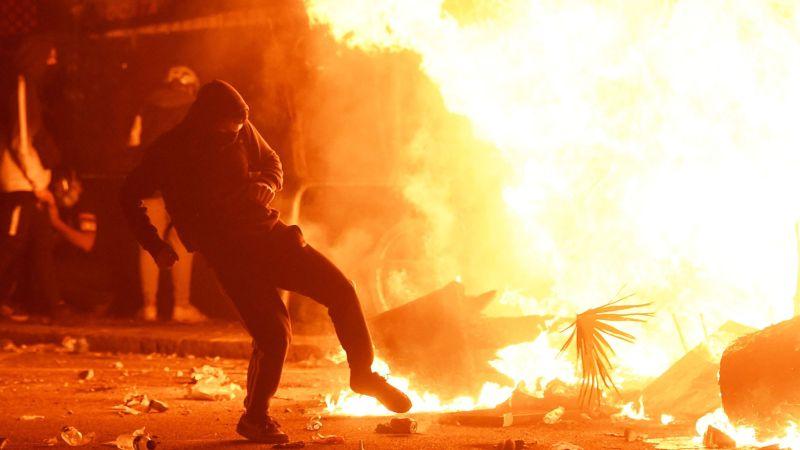Barcelona se convirtió en un campo de guerra, la violencia se hizo presente en Barcelona, España durante el quinto día de protestas tras las condenas a prisión de los dirigentes del movimiento independentista de Cataluña