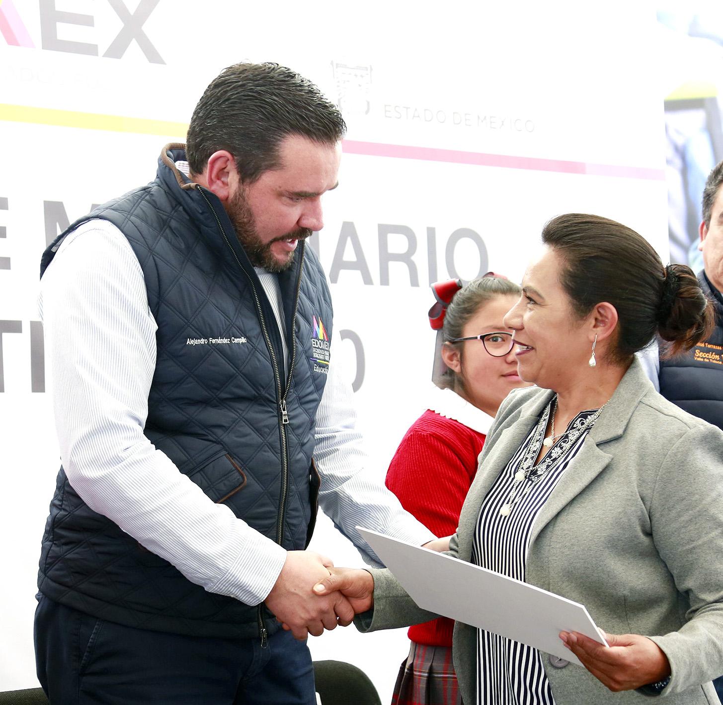 Benefician a más de 55 mil alumnos del Edoméx con entrega de mobiliario escolar