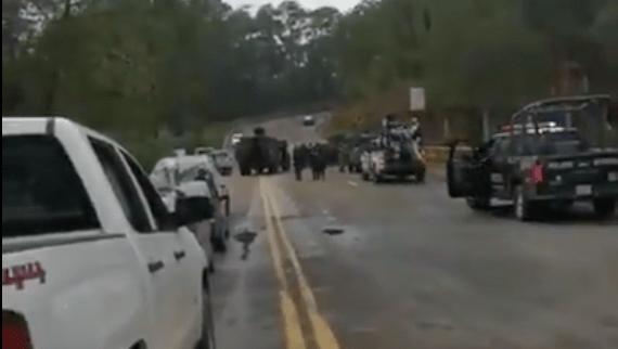#Video Emboscan a policías en la carretera Toluca-Altamirano, en Tejupilco