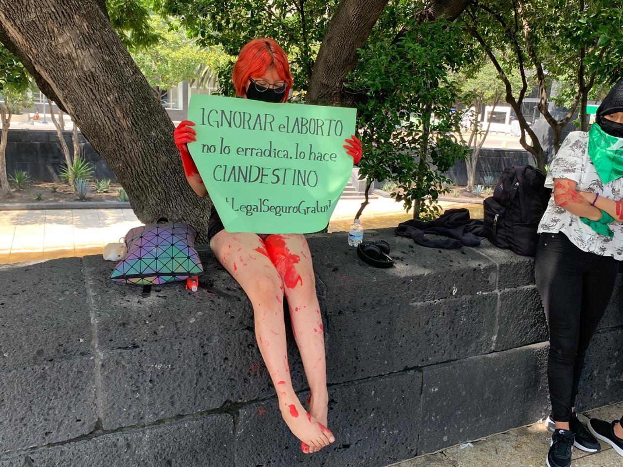 #Video Marchan feministas al Zócalo capitalino en pro del aborto