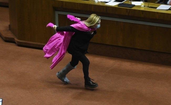 #Video Corriendo como Naruto festejo esta diputada chilena