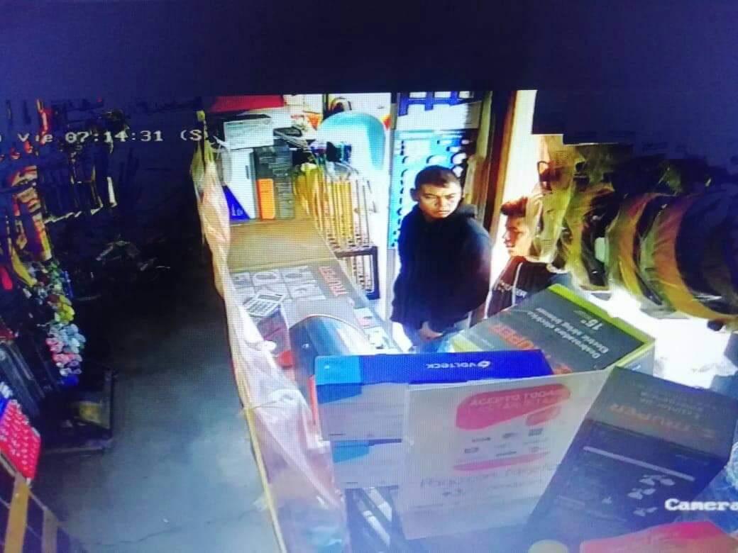 A punta de pistola tratan de secuestrar a joven en Calimaya