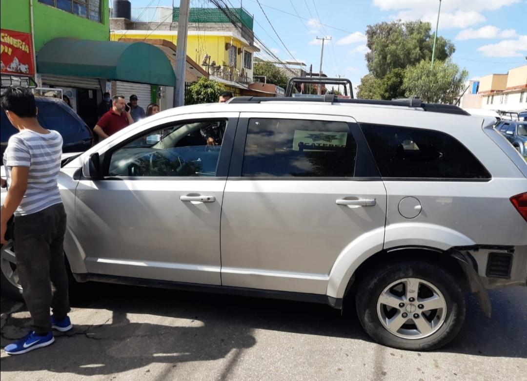 Policía de Ecatepec recupera camioneta robada tras persecución y balacera con adolescentes asaltantes